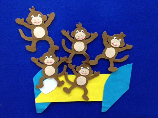 5 little felt monkeys jumping on a felt bed!