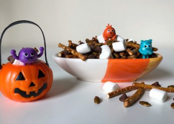 Bumble Nums Halloween Snack Mix