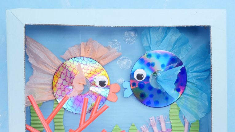 DIY Fish Aquarium using recycled CDs