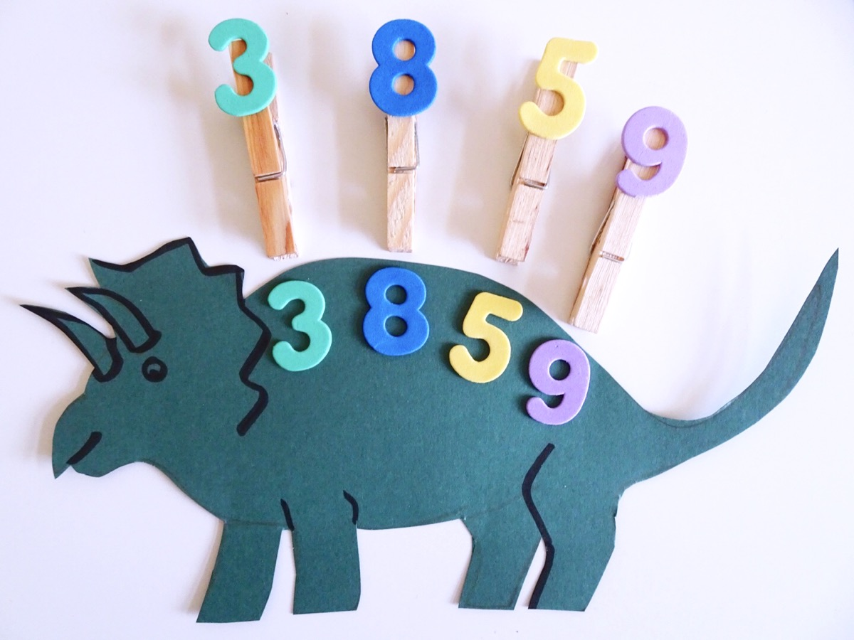 Dinosaur Shapes & Number Pegs